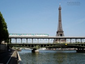 Paris, Metro Bir Hakeim bridge